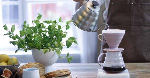 Pour over kaffe med Hario V60 -filterhållare